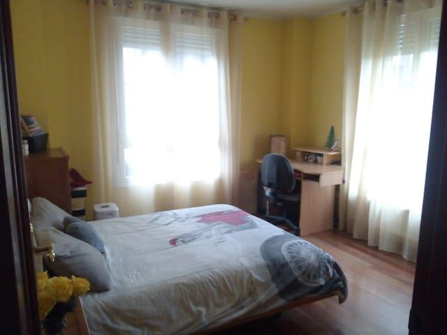 Habitación doble con baño privado - Gijón