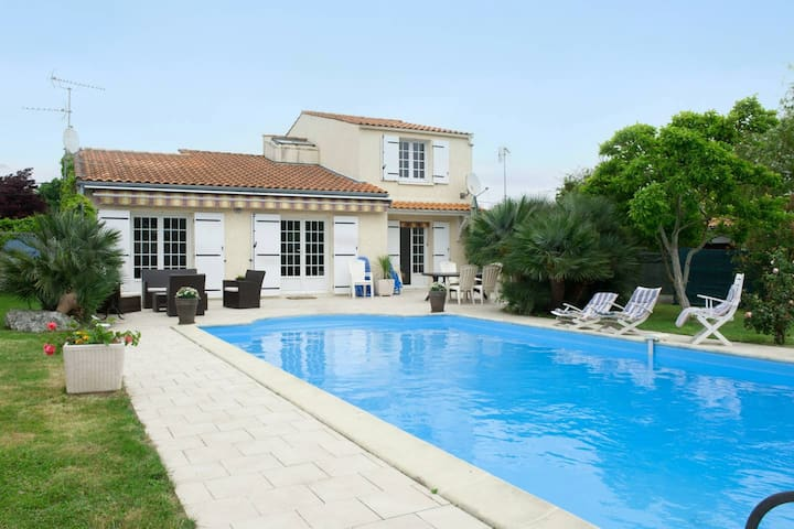 Villa with 4 bedrooms in Aytré, with private pool, enclosed garden and WiFi - 5 km from the beach