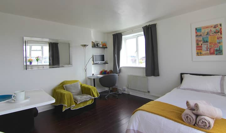 Lovely, Quiet Studio In The Heart of Camden Town
