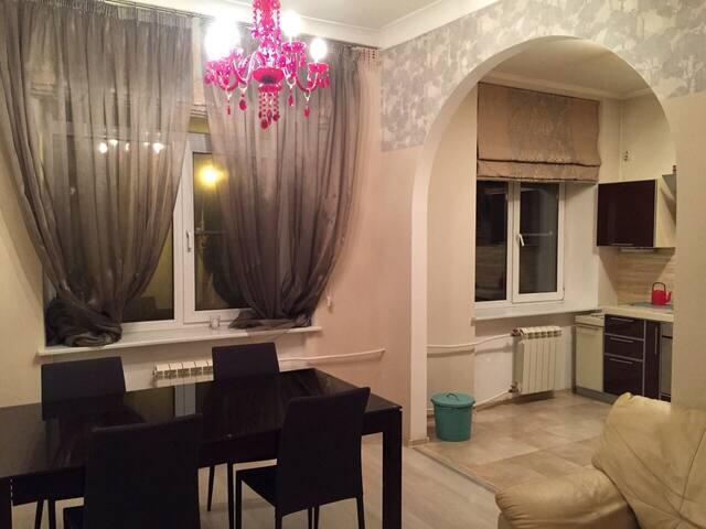 Просторная квартира рядом с Янтарной комнатой - Pushkin - Apartment