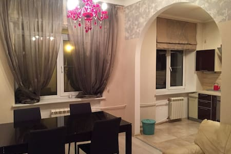 Просторная квартира рядом с Янтарной комнатой - Pushkin