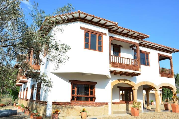 HOTEL CAMPESTRE Y COLONIAL CON PISCINA - Villa de Leyva - Muu