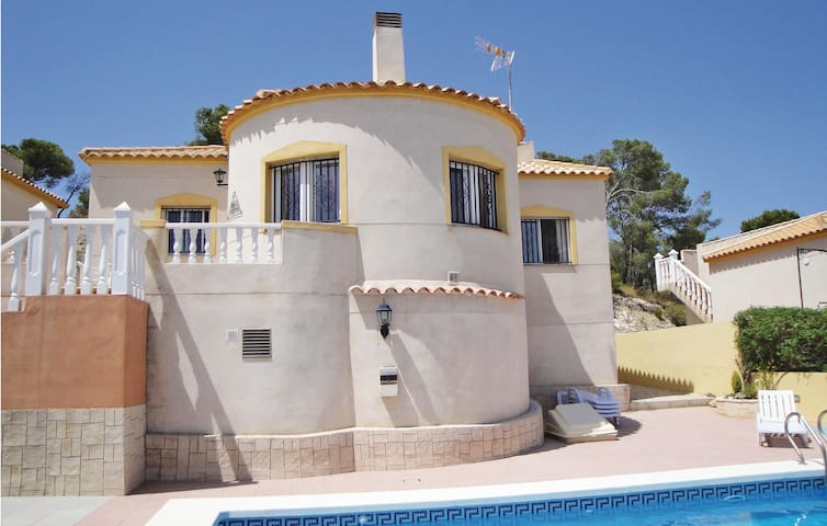 Holiday cottage with 3 bedrooms on 110 m² in Castalla