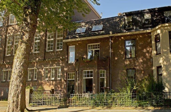 Kamer tijdens de Nijmeegse 4-daagse op A-locatie - Nijmegen - Huis