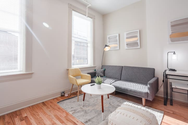 Escape to a Modern Apt Findlay Market - w/Parking