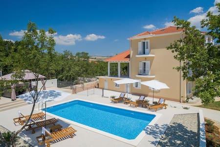 Villa la Plazza -LAST MINUTE PRICE SEPTEMBER 2016 - Dugopolje
