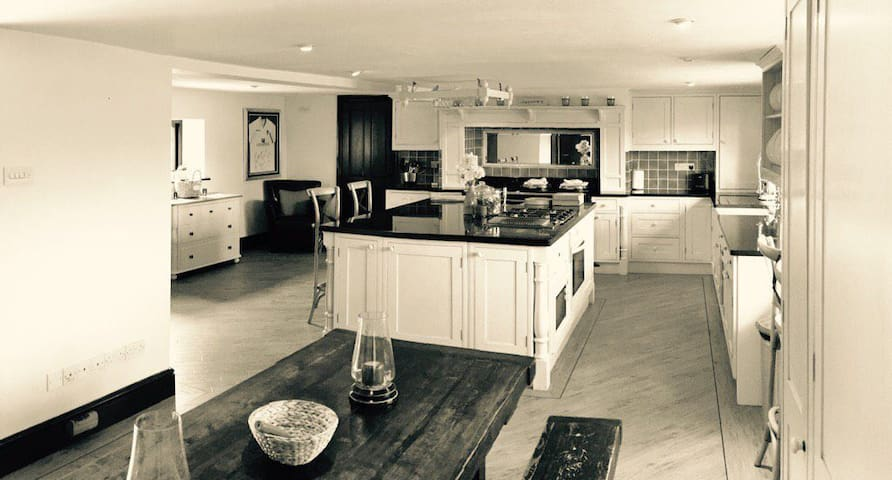 Sociable open - plan kitchen to cook in