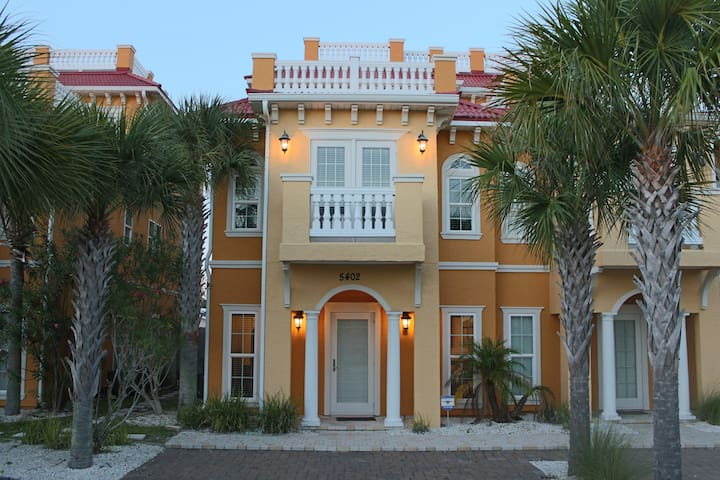 Gorgeous town home with Gulf views!
