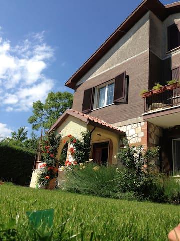 Villa Rocca - Relax e natura vicino a Roma - Rocca Sinibalda - Villa