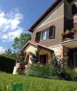 Villa Rocca - Relax e natura vicino a Roma - Rocca Sinibalda