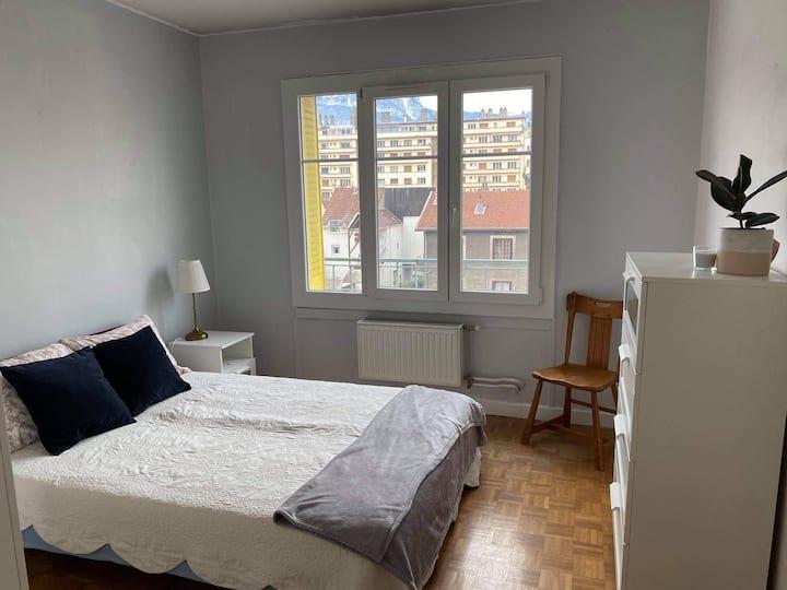 chambre privée dans un grand appartement au centre