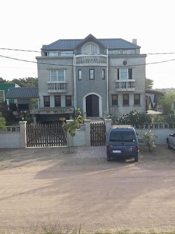 """""""Castillo del Diablo"""" Apartamento Amarillo"""