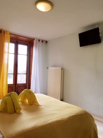 Private double room yellow