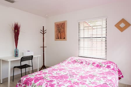 #2 Private, Spacious Room for Students in Miami