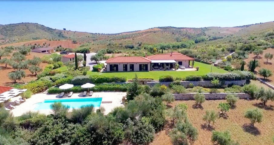 Spectacular villa in beautiful Evia - Perivolia - Hus