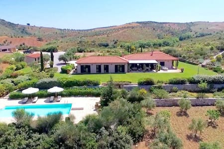Spectacular villa in beautiful Evia - Perivolia