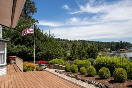Home Away (Walking distance to downtown GigHarbor)
