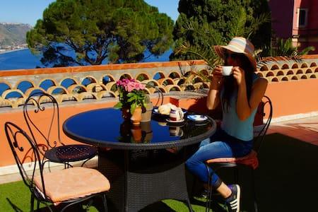 -Sea-view room & breakfast on terrace - ทาโอร์มินา - ที่พักพร้อมอาหารเช้า