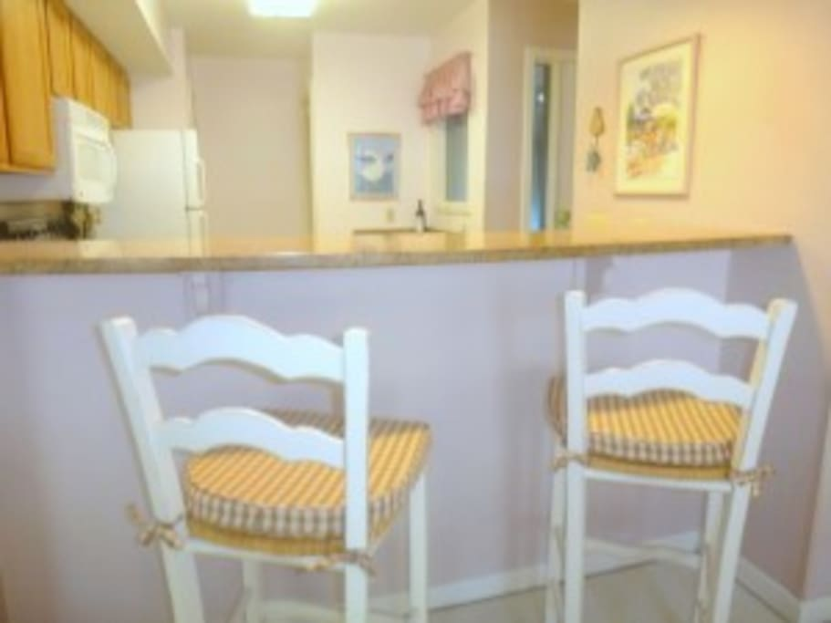 7806 Centrecourt breakfast bar which has a pass-through to the dining room for easy serving and clean-up.