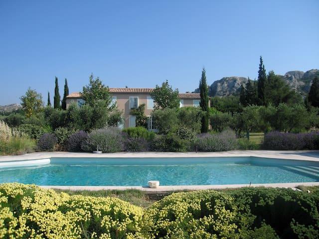 Chambre dans un mas provençal - Maussane-les-Alpilles