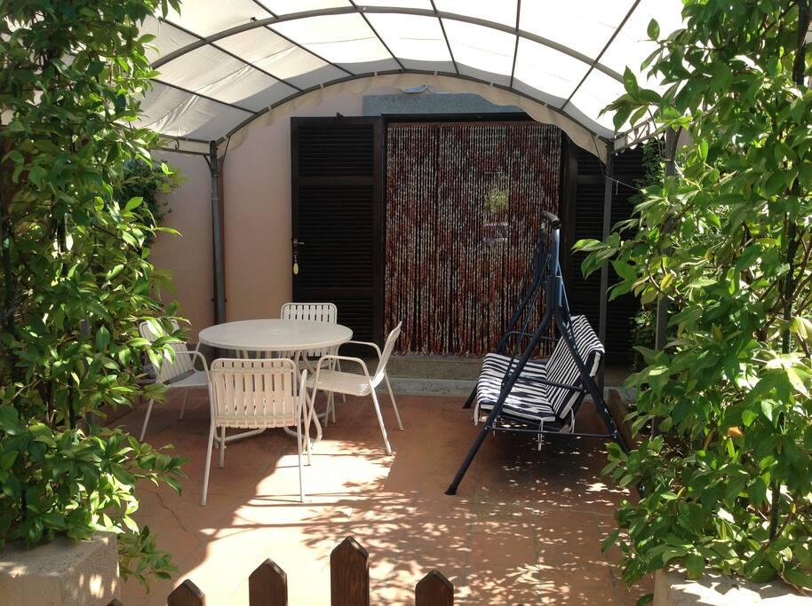 giardino lato pedonale