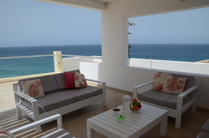 Magnifique villa avec ses  terrasses sur  l 'océan