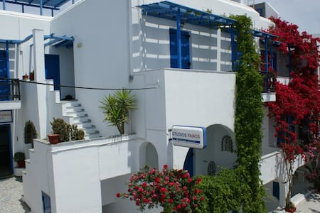 Studios Panos Beachside Apartments - Hora Naxos