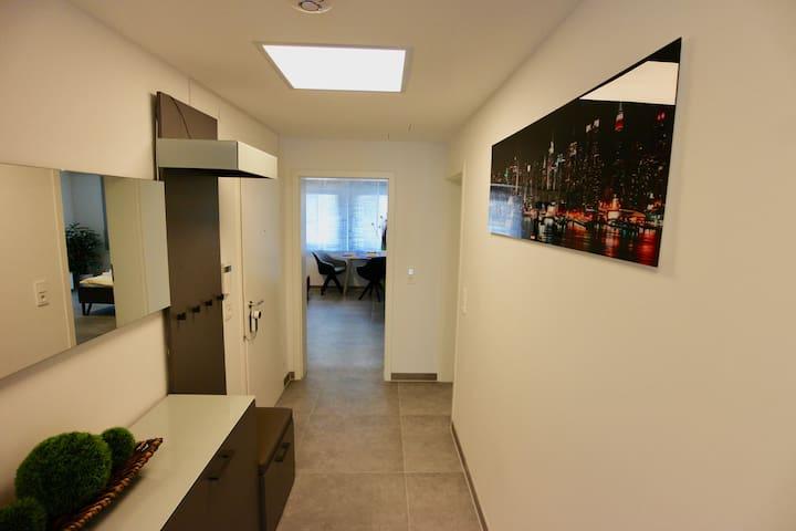 Zimmer mit Whirlpool, Klimaanlage &großer Terrasse