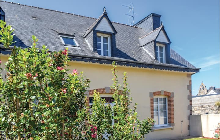 Amazing home in Treguier with 2 Bedrooms
