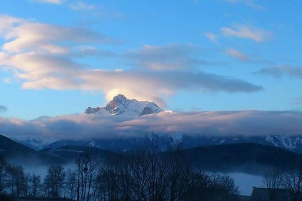 La vue depuis la maison. Au fond le massif de l'Obiou
