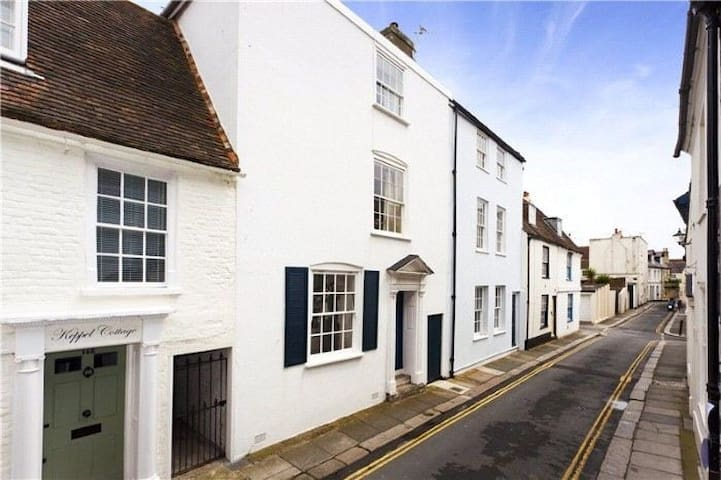 18th Century 4 Bed home by the sea. - Deal - House
