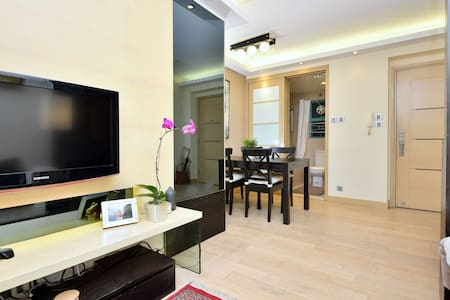 Modern, Comfy & Great Location! - Hong Kong - Apartment