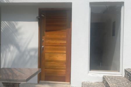 2-Zimmer-Apartment in Einfamilienhaus