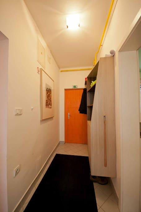 Entrance & wardrobe