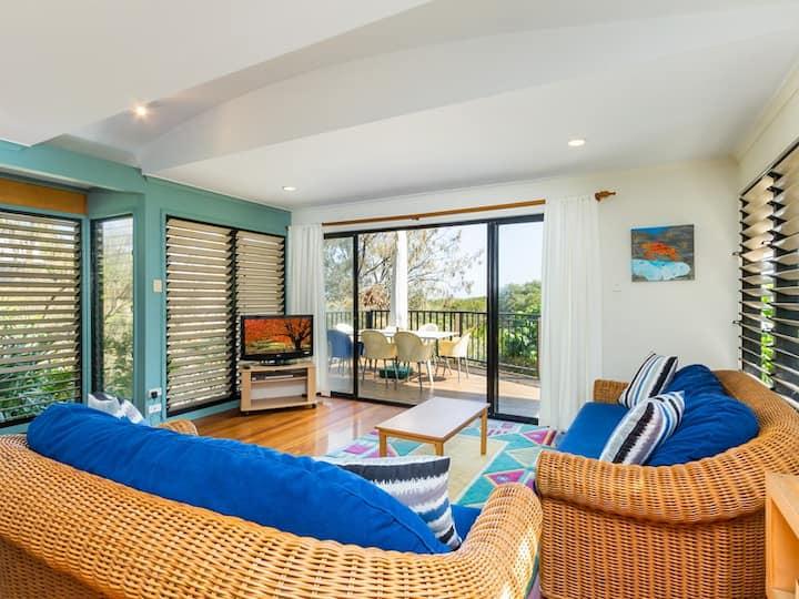 Straddie Beach House  3 | 3 Bedroom, 2 Bathroom, Sleeps 8
