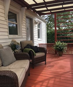 Private FRENCH QUARTER room in cute cottage! - Burien