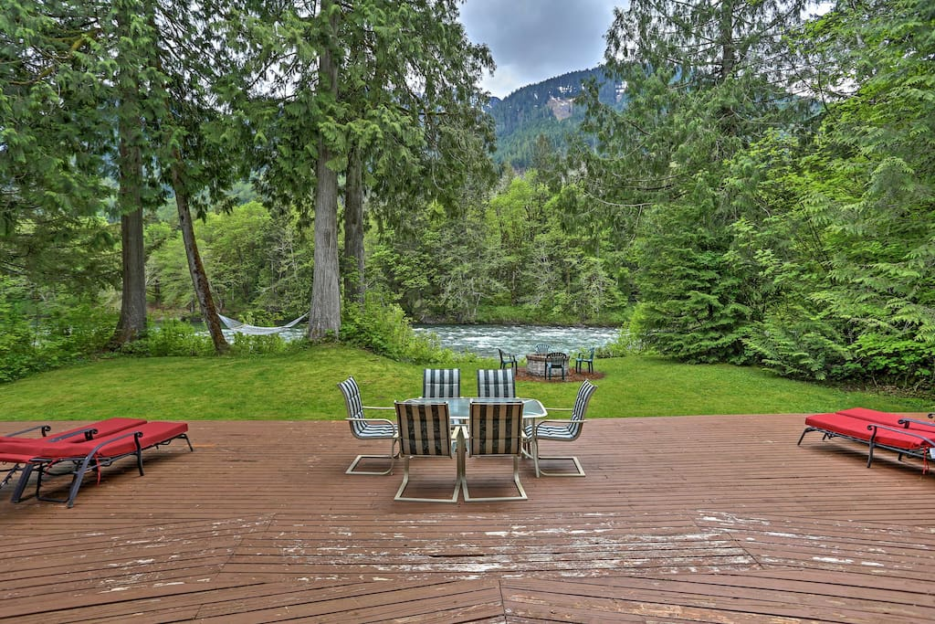 Situated directly on the Skykomish River, this property features an abundance of outdoor amenities, including a fire pit and hammock, along with direct access to hiking.