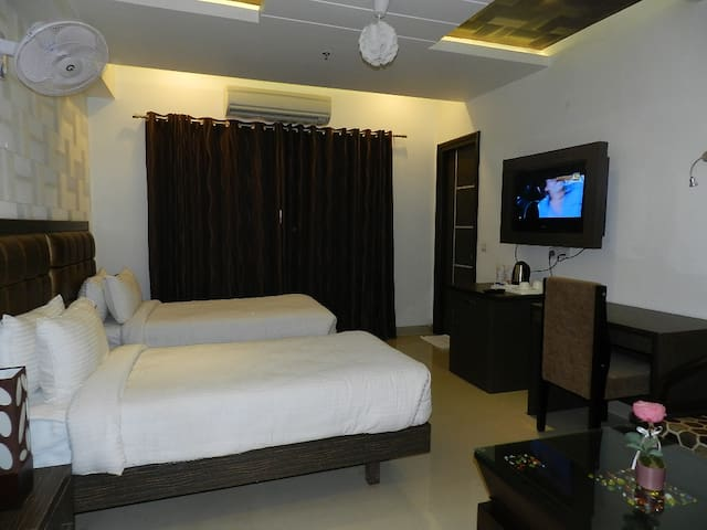 Luxurious stay in Indirapuram - Ghaziabad - Гестхаус