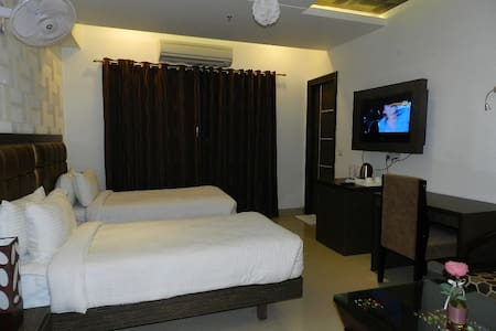 Luxurious stay in Indirapuram - Ghaziabad - Bed & Breakfast