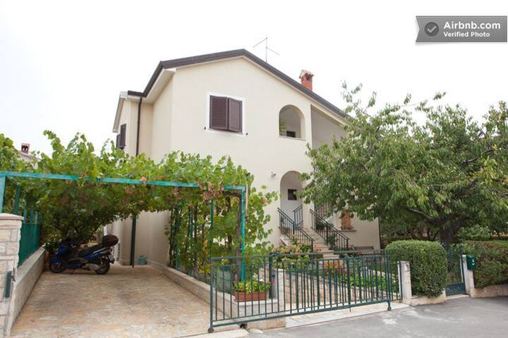 Apartment with garden, two rooms - Novigrad - Daire