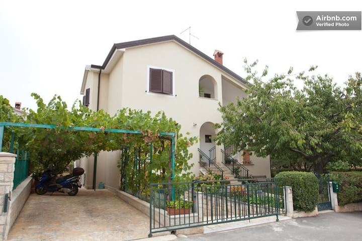 Apartment with garden, two rooms - Novigrad - Pis