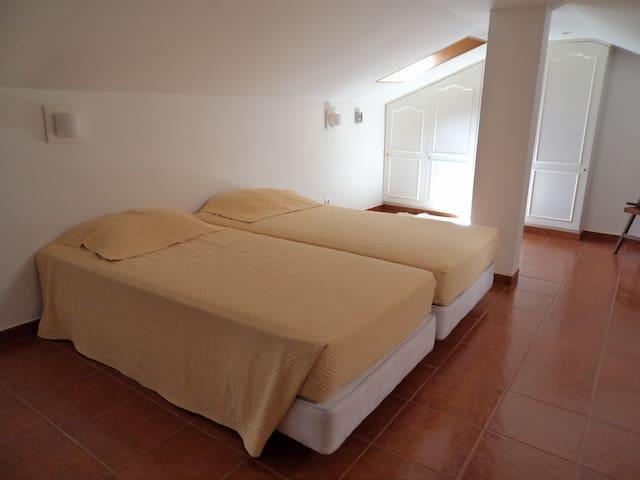 Quarto 2 camas, Belém, Lisboa - Lisbon - Bed & Breakfast