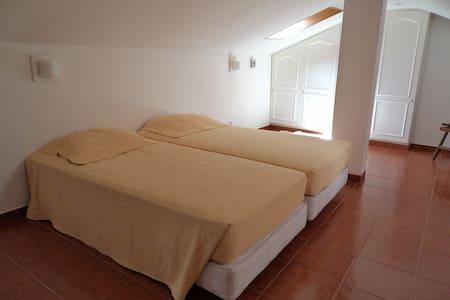 Quarto 2 camas, Belém, Lisboa - Lisboa - Bed & Breakfast