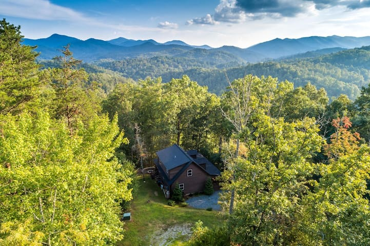 Rainbow Run- Luxury Home in River Community, Fire Pit, Great Fishing!