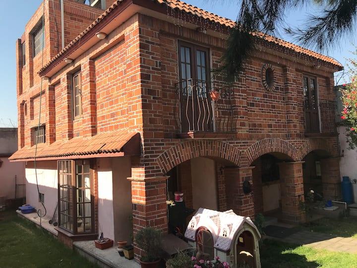 Casa amplia y segura. A 5 min a pie Sendero Toluca