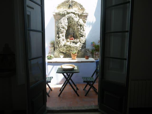 HABITACIÓN CON PATIO EN  EL BORN - Barcelona - House