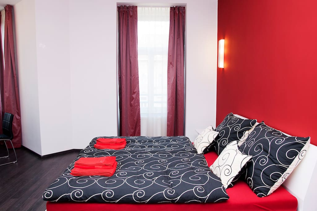 Room with 2 single beds or 1 double bed