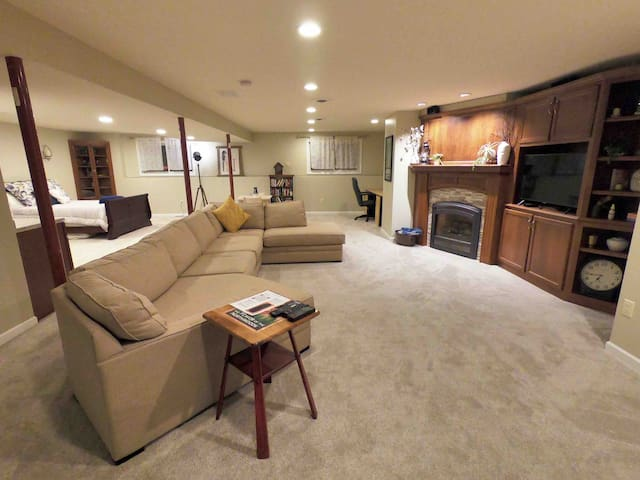 Spacious Lower Level near Downtown