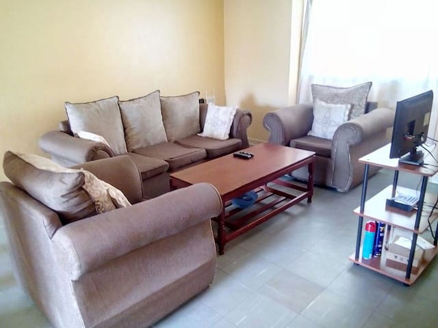 Comfortable and Ideal Home - 15 mins from Airport. - 奈洛比 - 飯店式公寓