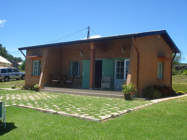 Coquette maison en bord du lac  - Mantasoa - Hus